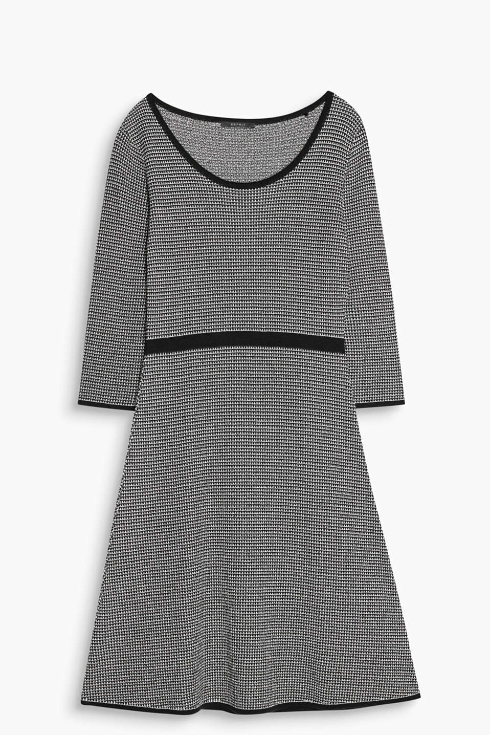 Feminine, comfortable and retro-chic: knitted dress with texture, three-quarter length sleeves and a swirling skirt