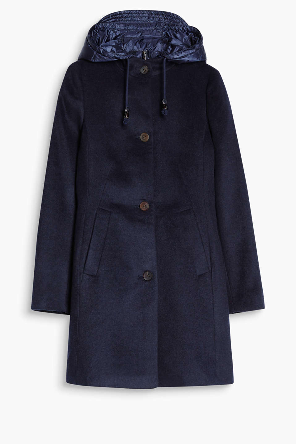 Sporty chic: With its two-in-one look with integrated down details, this coat strikes the perfect fashionable balance!