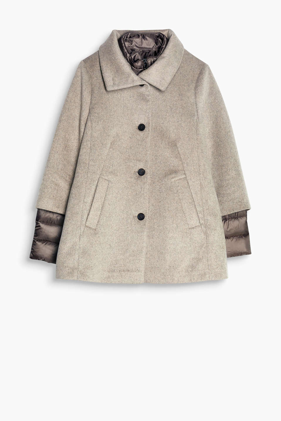 We love layering! Thanks to a removable quilted jacket, this coat with wool will make sure you stay warm.