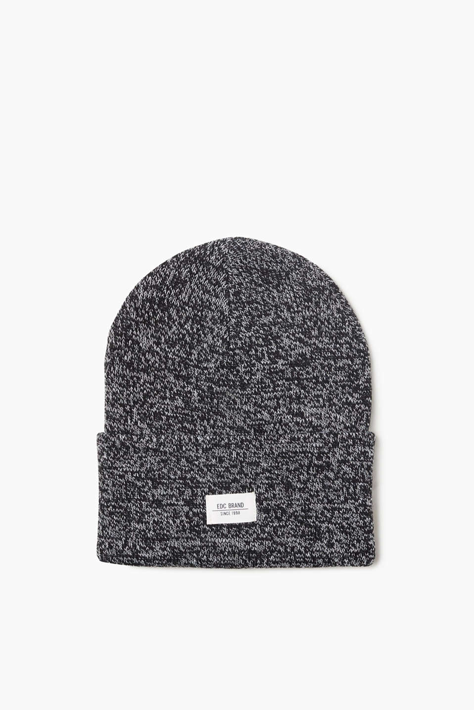 An urban classic! Beanie in high-quality ribbed knit with a logo appliqué