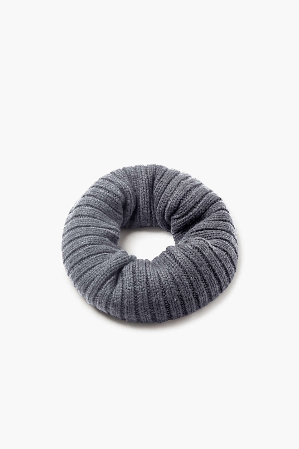An accessory for your urban look: snood in high-quality rib knit yarn with wool