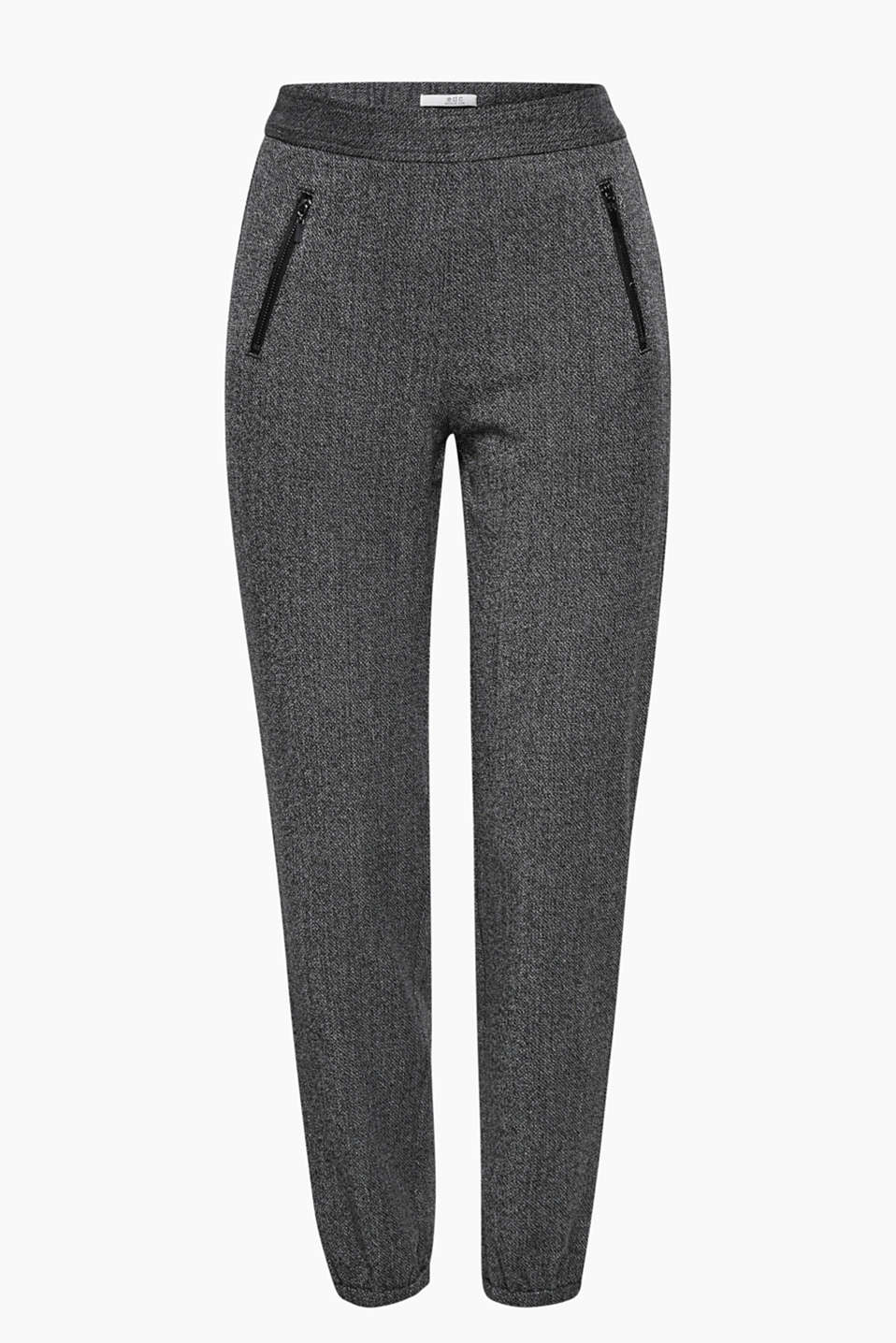 Comfortable and versatile cropped tracksuit bottoms in a smart and sporty look