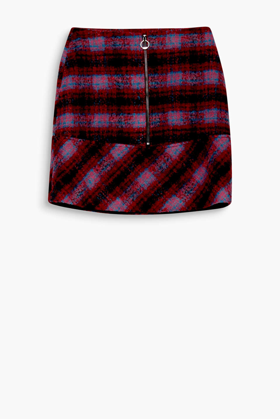This flared mini skirt with a unique front zip is compact, checked and cosy!