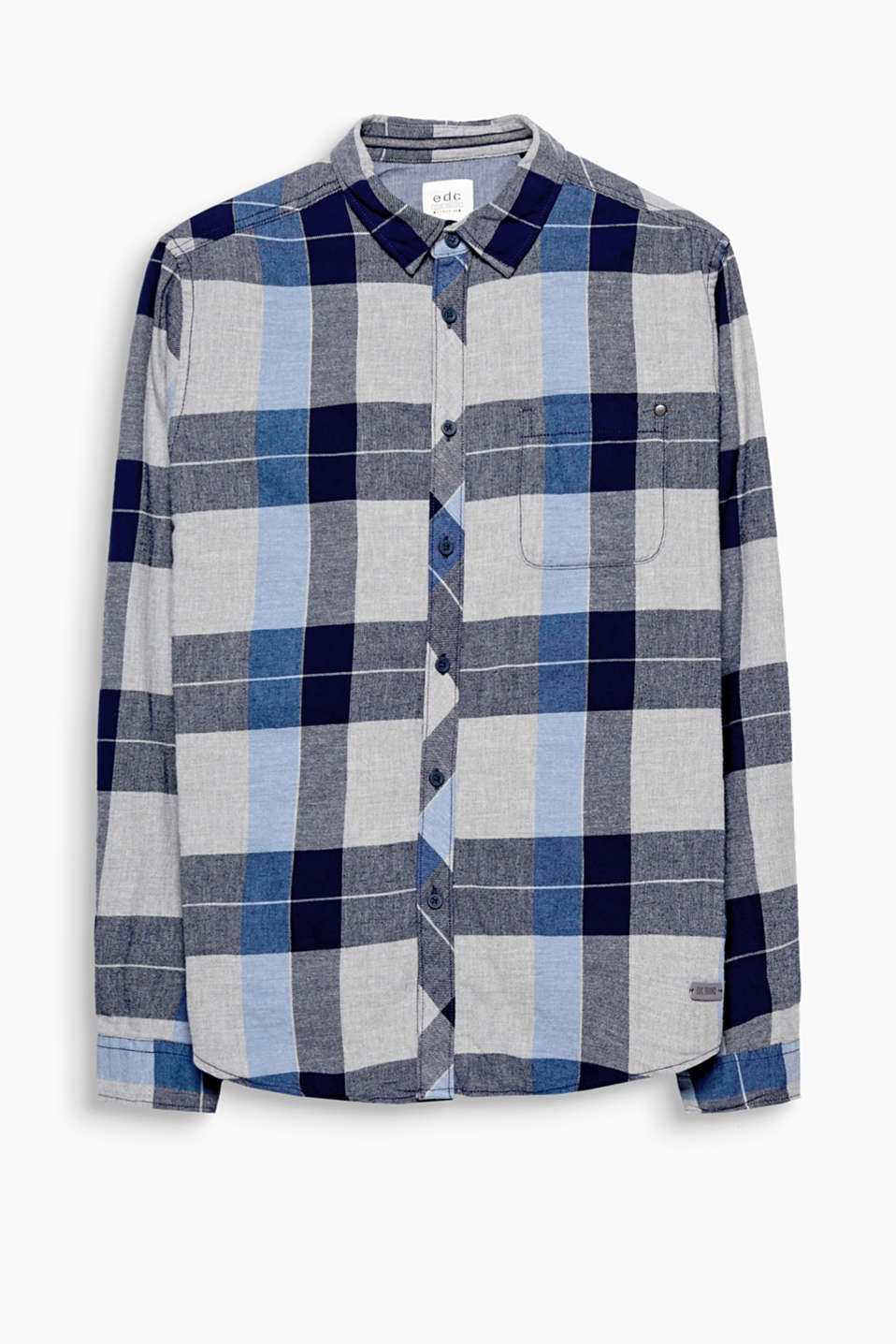 This shirt defined by its dense cotton blend fabric is perfect for a trip to the countryside.