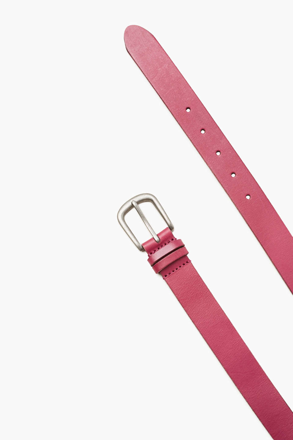 Your fashion essential! This belt in an understated design impresses with its robust buffalo leather.