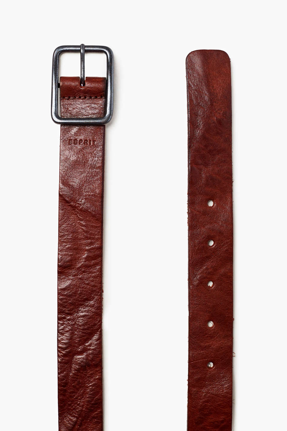 In a vintage look and with a distinctive buckle, this genuine cowhide leather belt is perfect for jeans