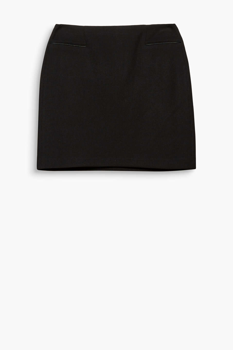 Texture creates movement – and also gives this mini skirt with piped front pockets its fashionable look!