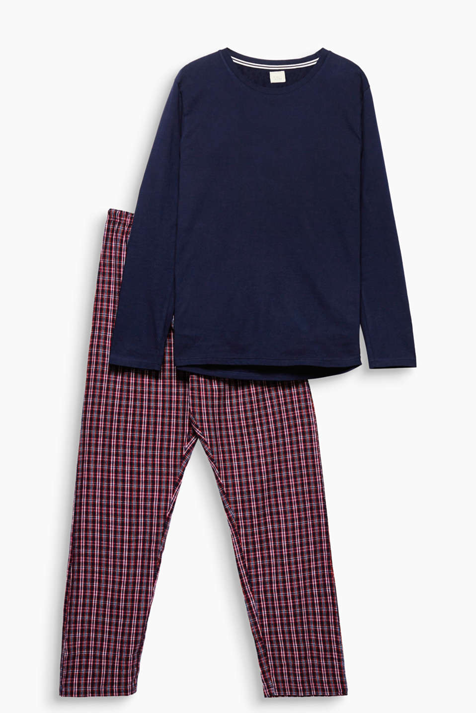As simple and comfy as they should be - your new fave pyjamas consisting of a long sleeve top and soft flannel bottoms!