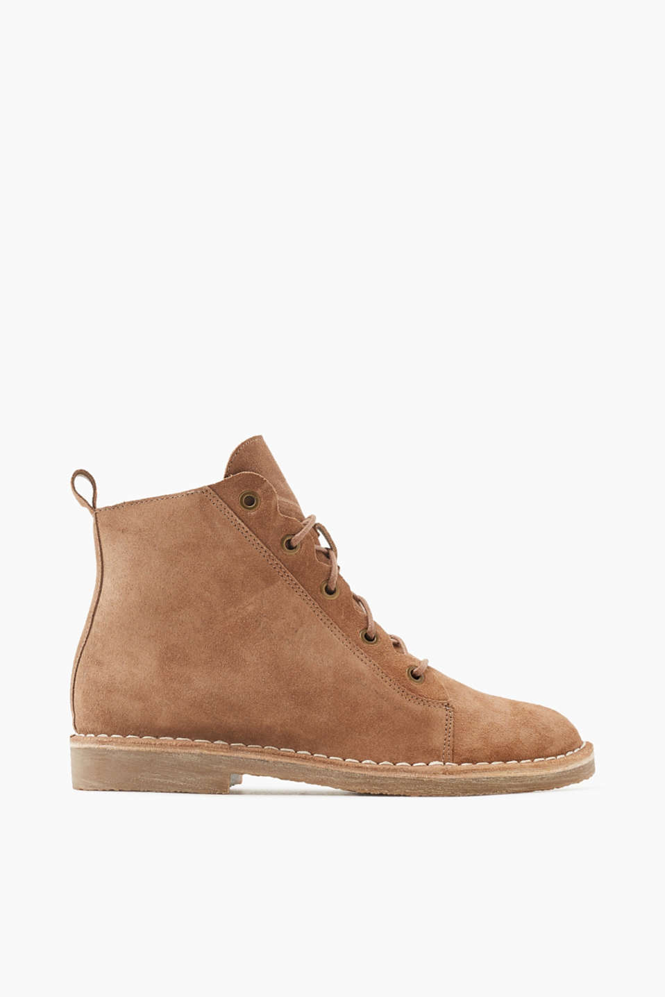 These lace-up suede boots with warm lining and a crepe sole are perfect for sporty looks!