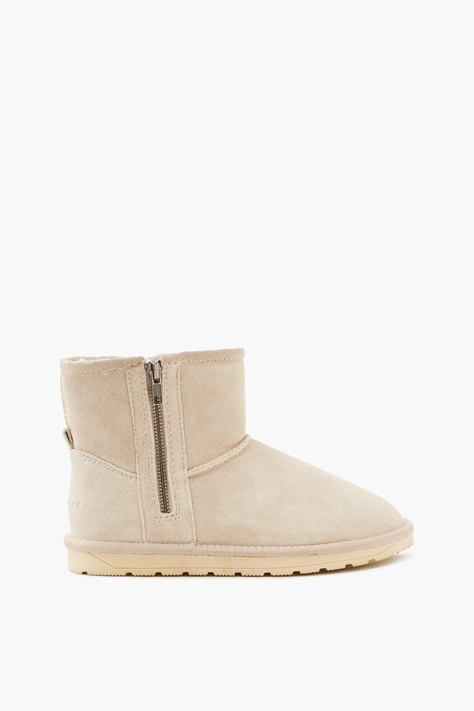 These winter boots in soft suede with cosy faux fur lining are a classic piece.