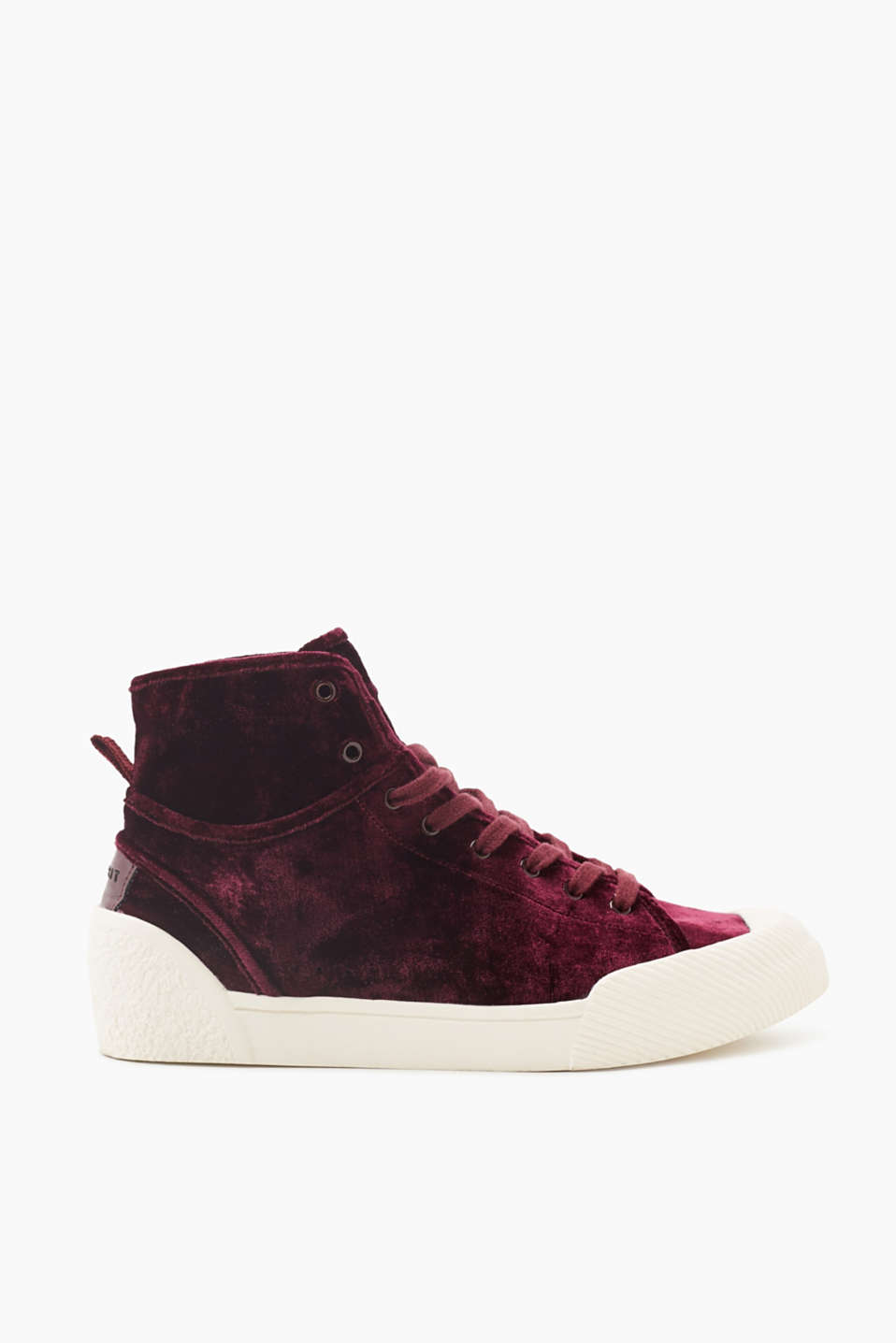 We love trainers! These high-top trainers are bound to impress with their velvet fabric and intense colour tones.