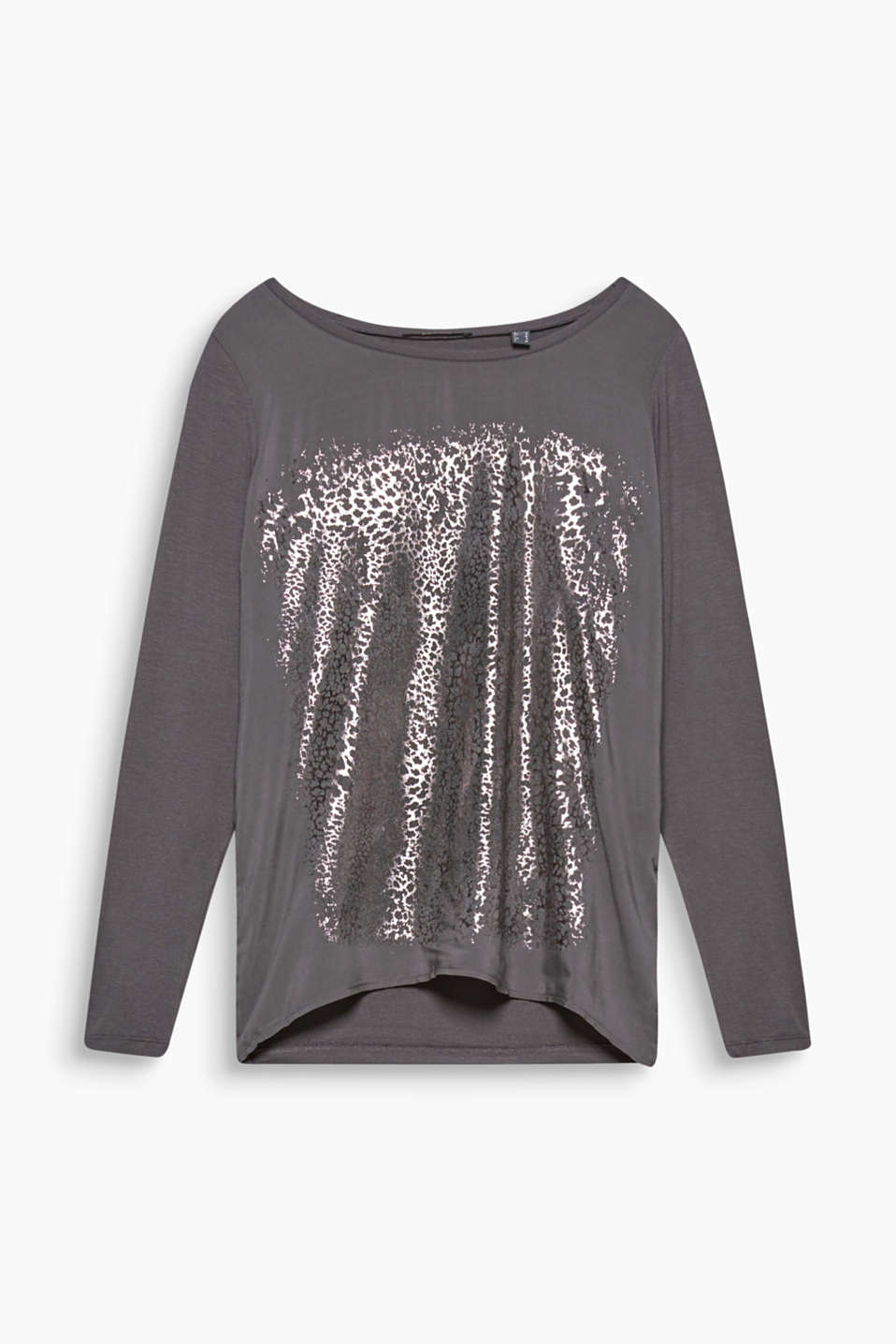 This mix material long sleeve top with a shiny front print feels soft to the touch and looks elegant.
