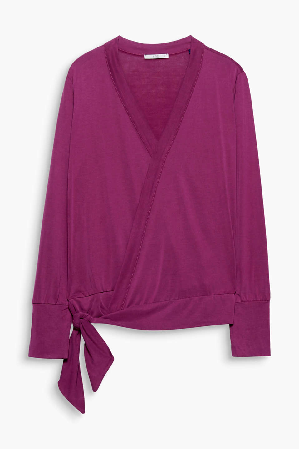 You are guaranteed to be wrapped up well in this long sleeve top in silky soft jersey.