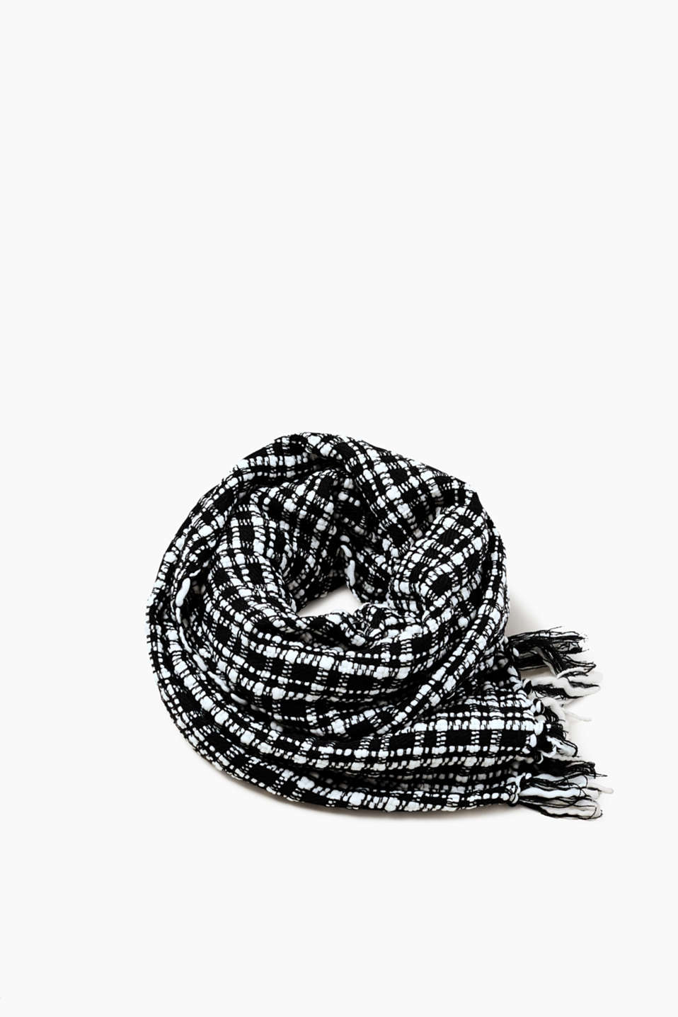 We love black and white! This scarf wows with its chunky woven checked look.