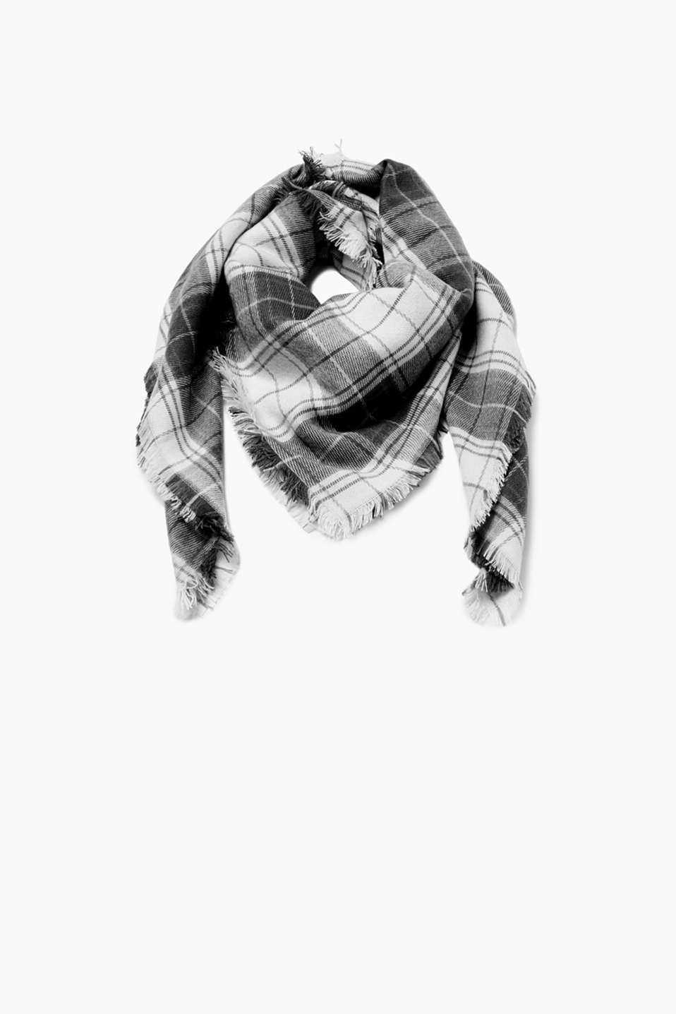 The perfect gift: Checks are bang on trend and give this super soft scarf its gorgeous look!