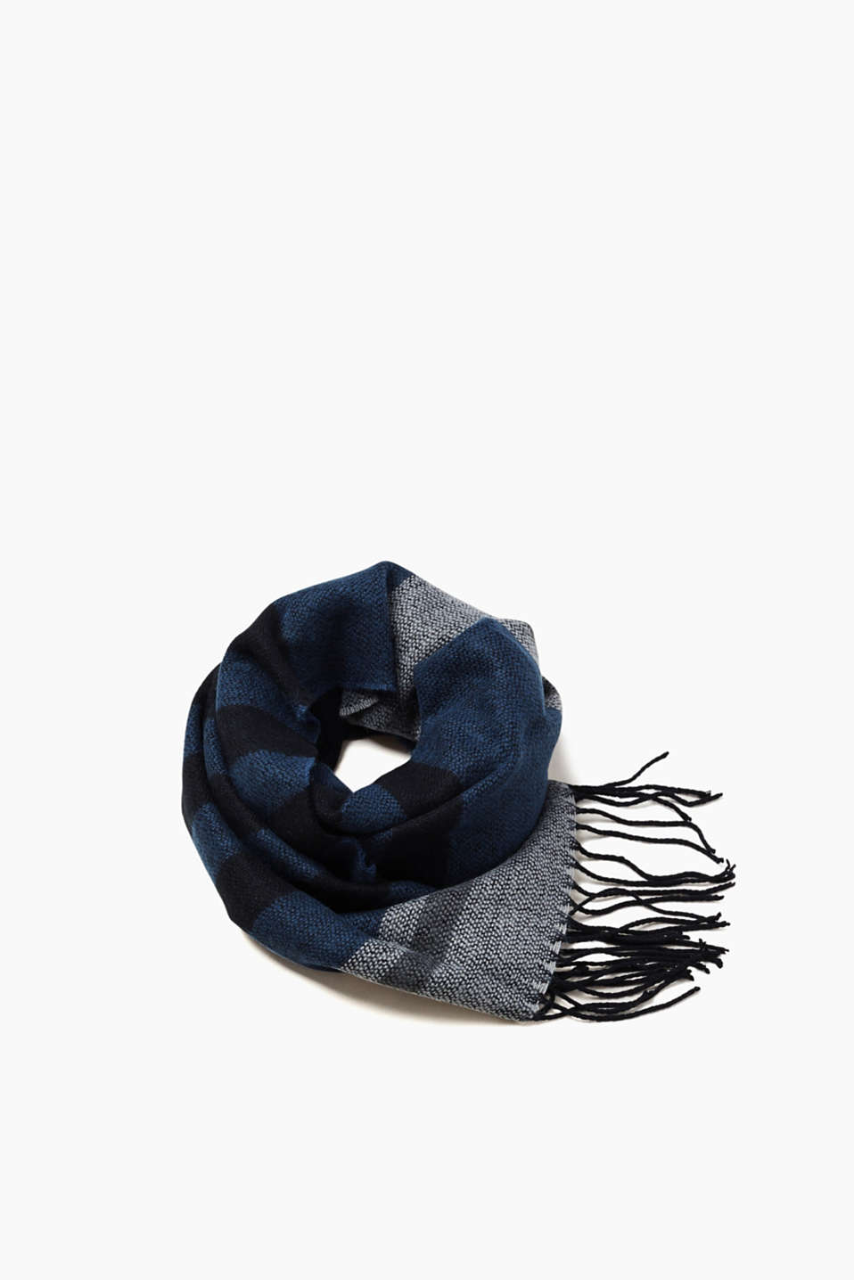 Timeless and elegant: this scarf impresses with its striking striped look.