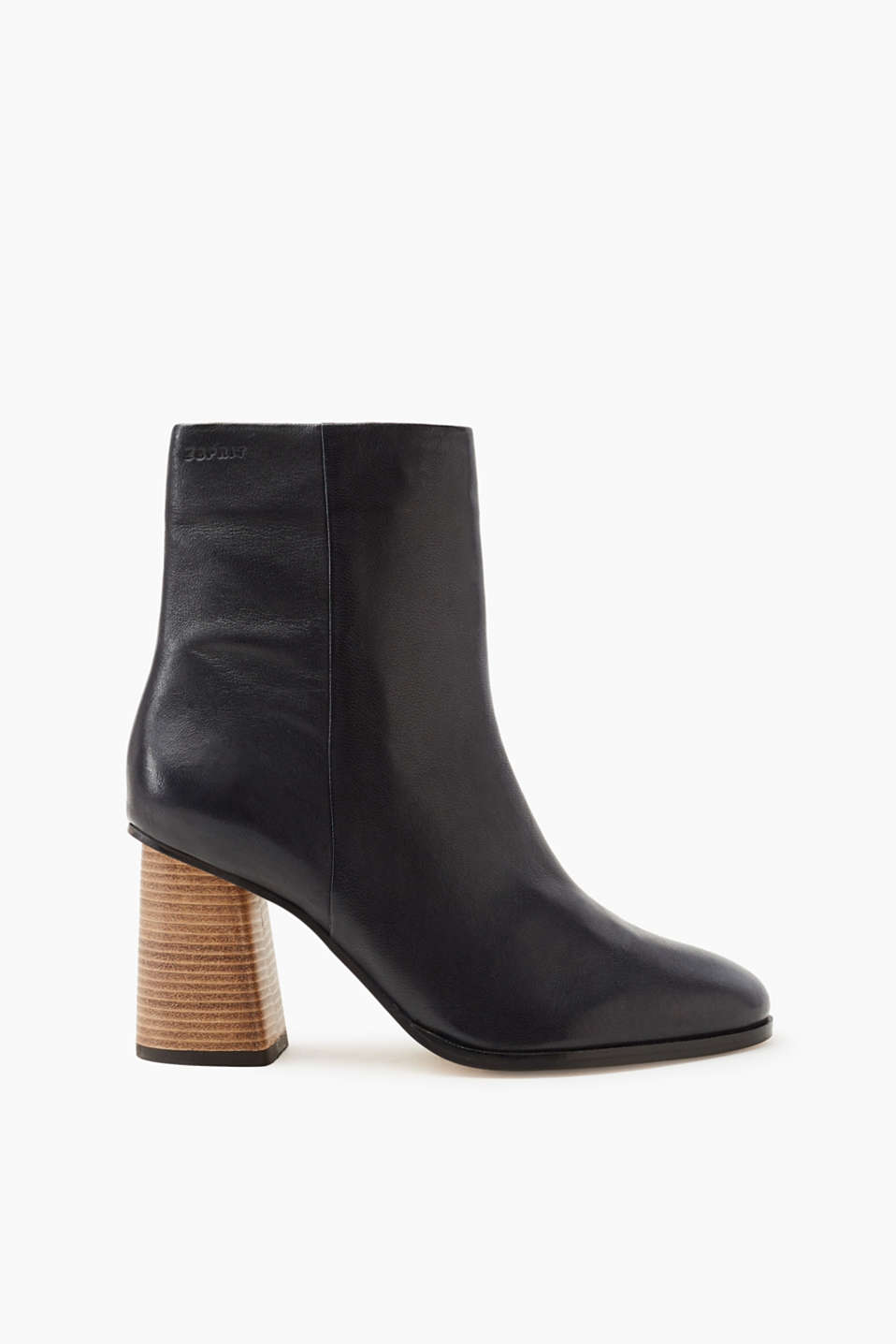 The It piece footwear of the season: boots with geometric block heel in a wood look, made of cowhide