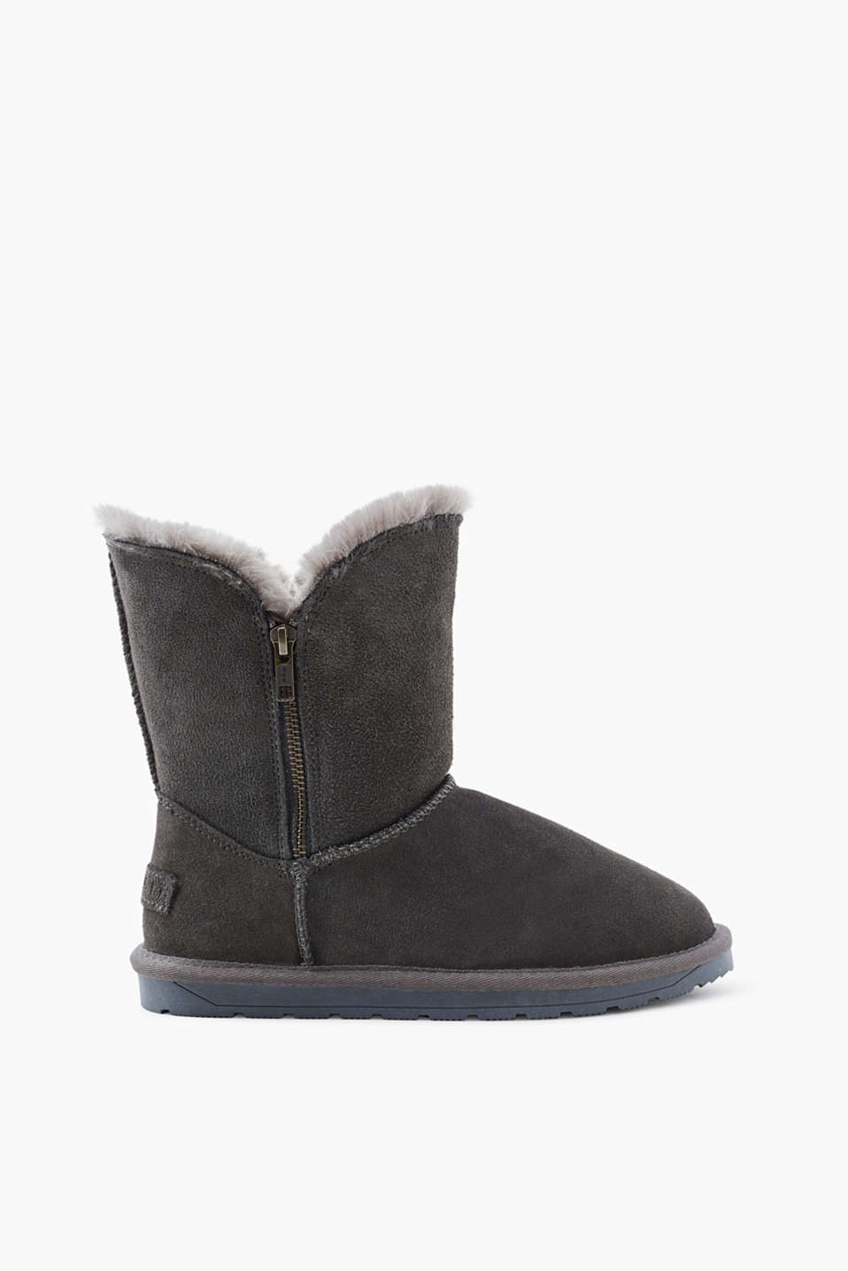 Casually zip up at the sides: suede boots with a warming faux fur lining and a tread sole!