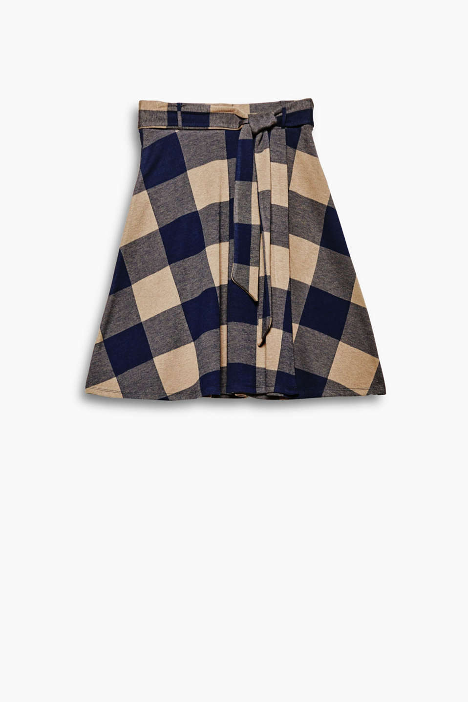 This swirling flannel skirt is perfect for feminine fashion looks with its XXL checks and wrap-over effect!