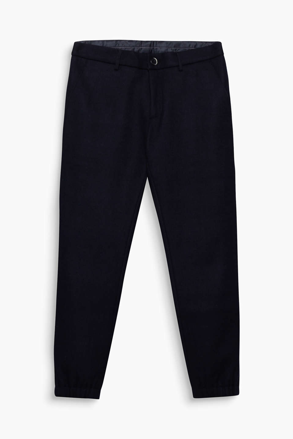 These fine knit trousers in an elegant wool blend are a high-quality essential piece for winter.