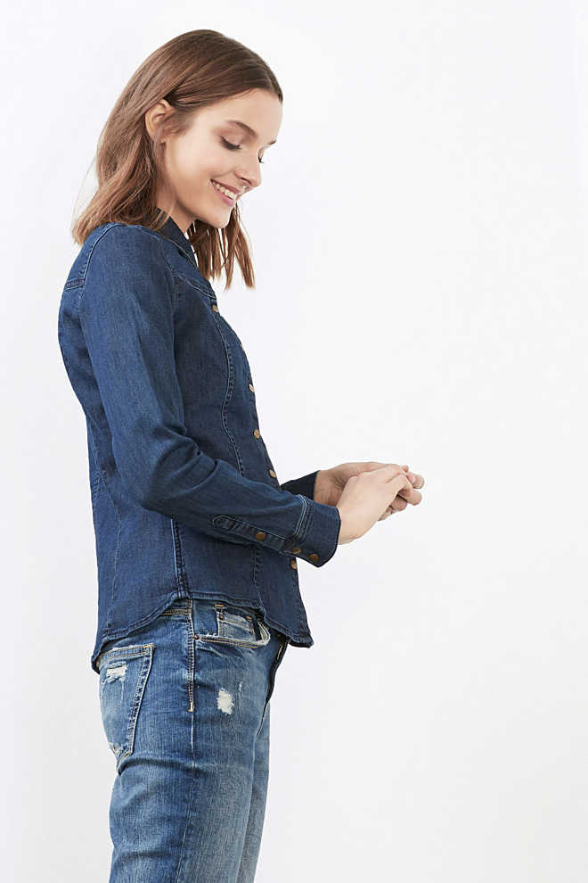 EDC / Taillierte Bluse aus Stretch-Denim