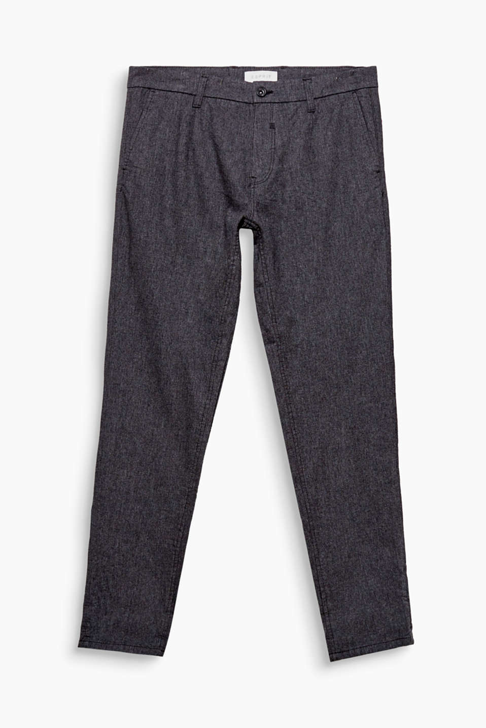 Trendy and loose cut! These chinos impress with their fine texture and added stretch for comfort.
