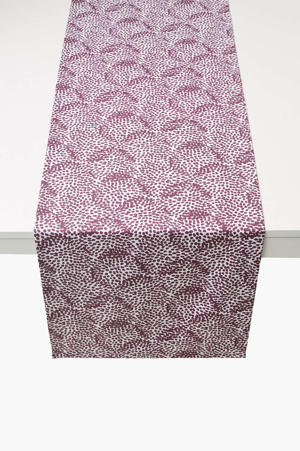 Table runner with an abstract floral print, made of a digitally printed cotton blend (45 x 140 cm)