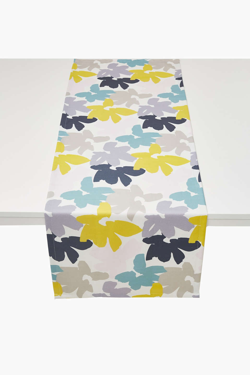 With a modern, floral pattern: table runner with mitred corners made of firm blended cotton