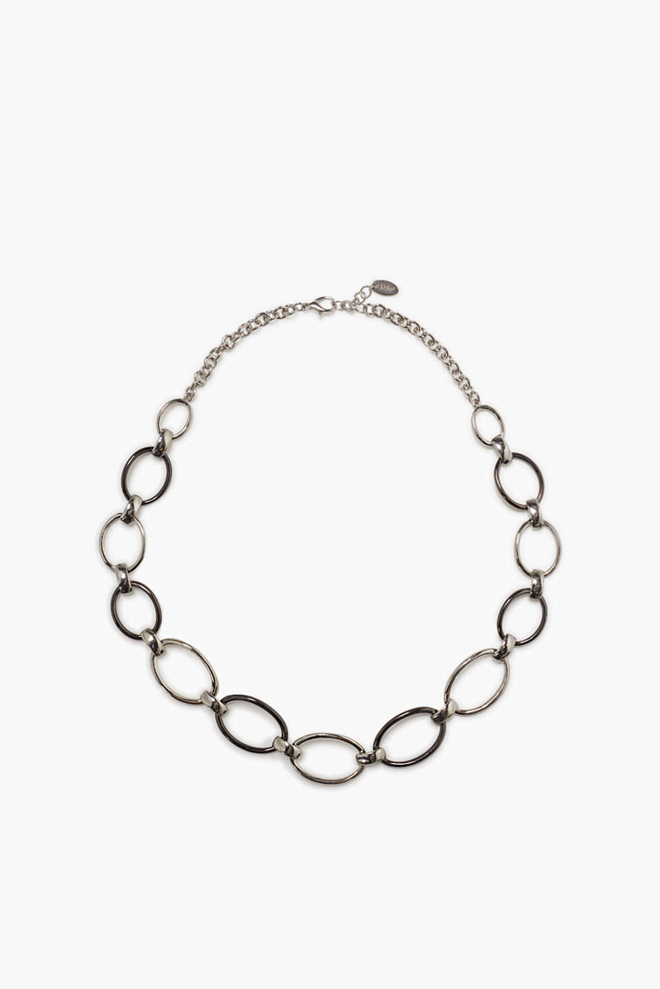 Necklace made of oval links in bright and tarnished silver shades