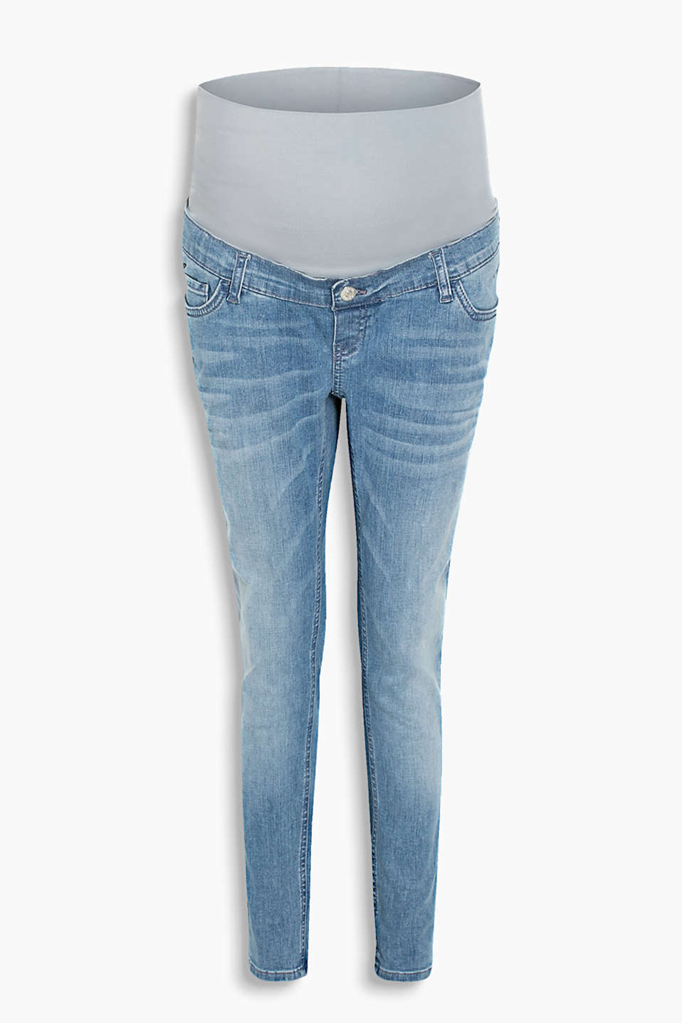 Trendy 7/8 jeans with a cool wash, added stretch for comfort and an adjustable over-bump waistband