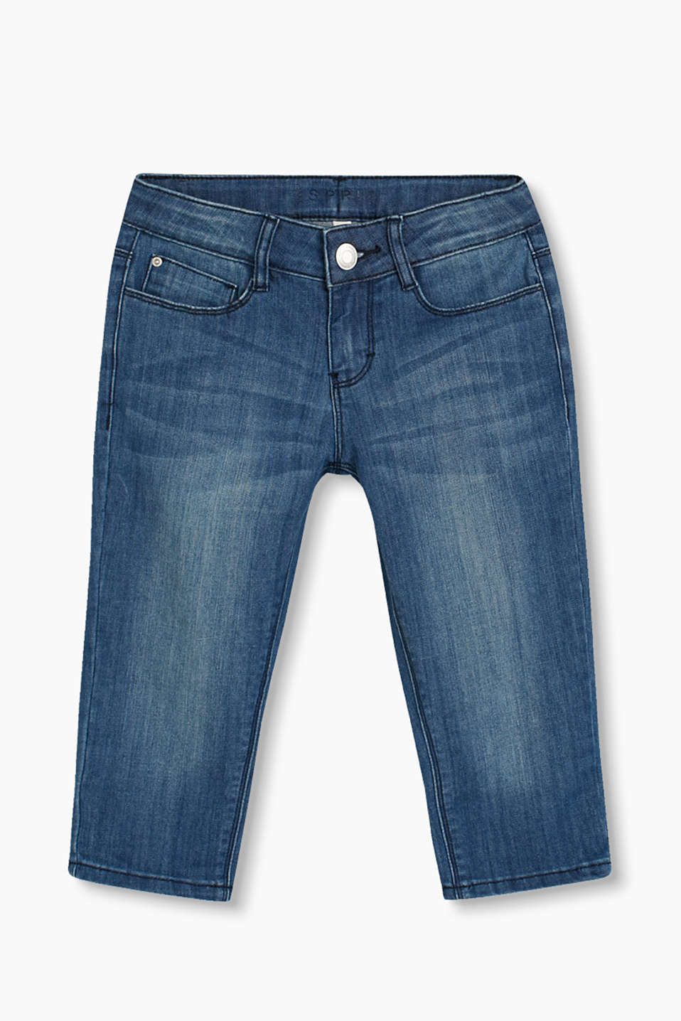 These three-quarter length jeans in casual washed stretch denim go with almost everything