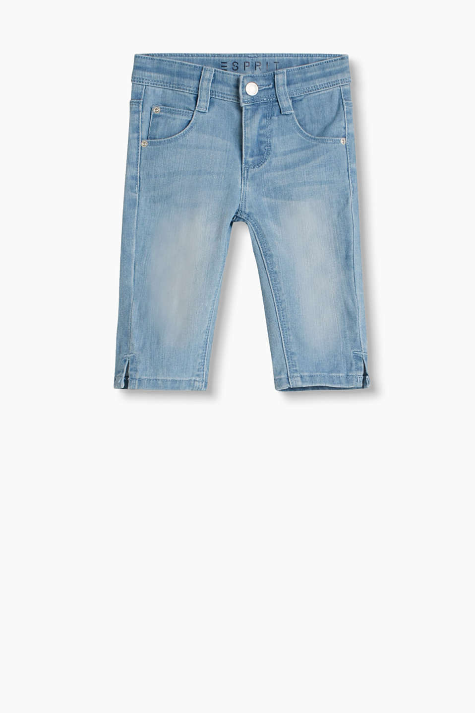 5 pocket jeans in a summery Capri length and pale wash with an adjustable waistband