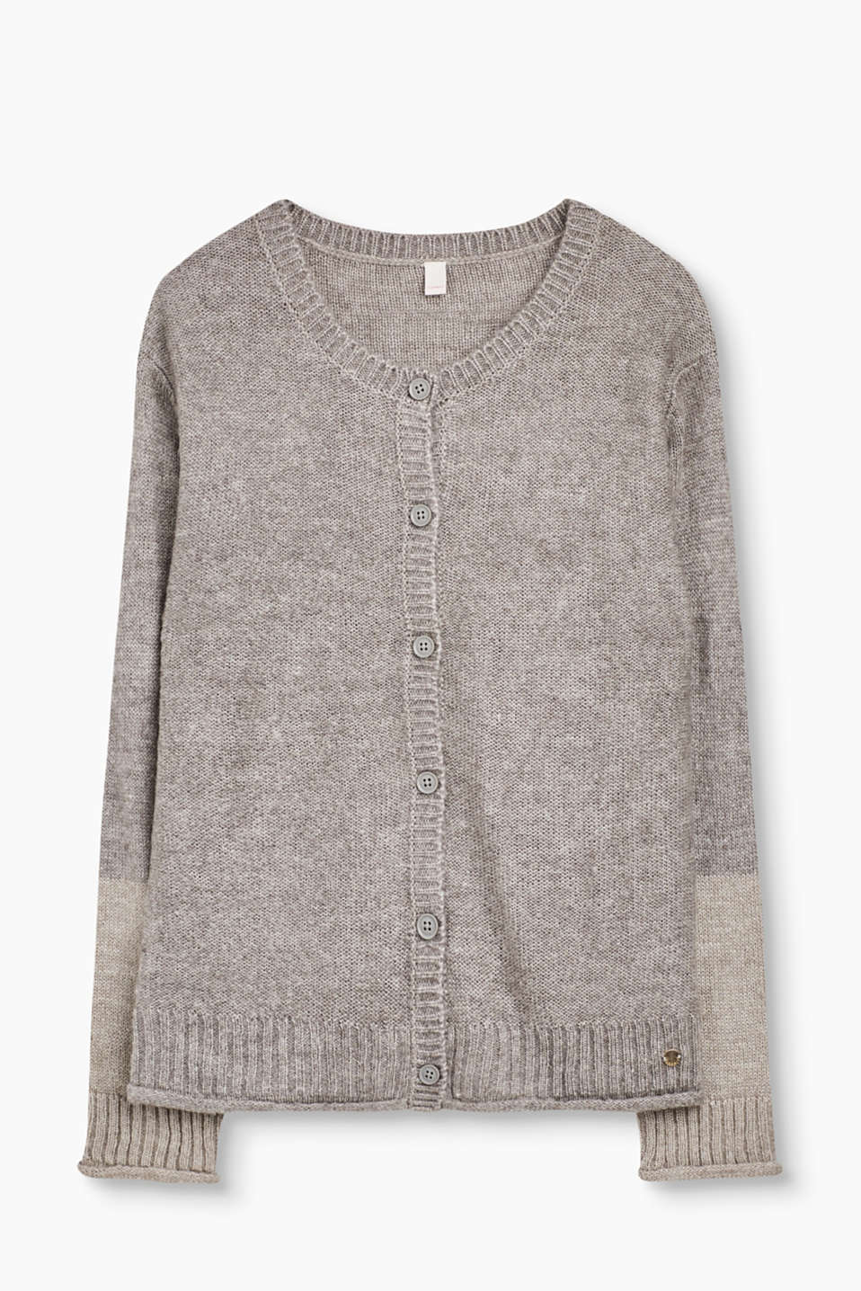 This simple knitted cardigan can be combined in many different ways