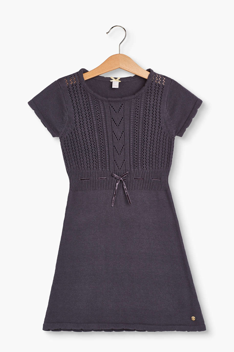 This A-line knitted dress enchants with its premium openwork pattern and pure cotton material.