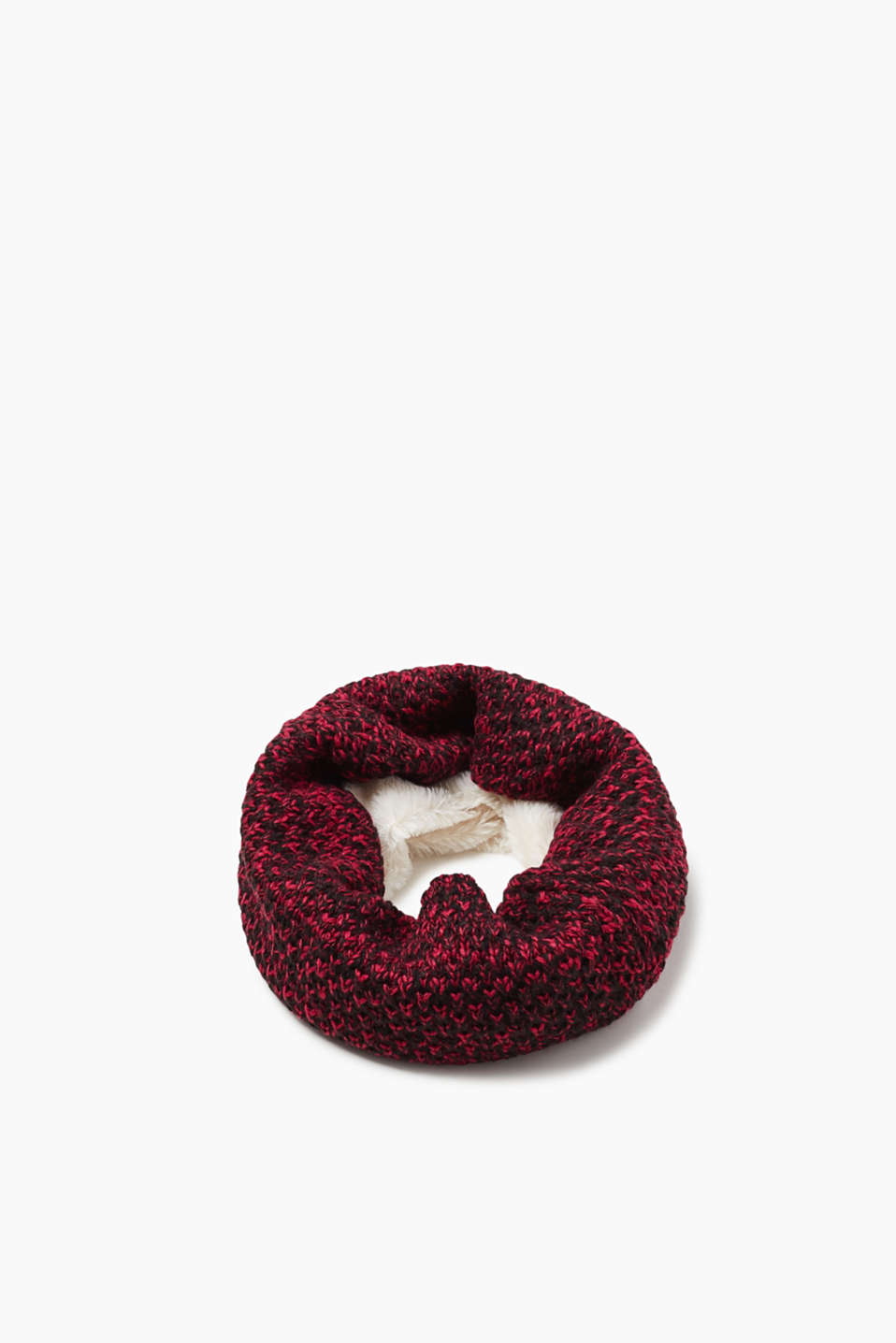 Snuggle up and feel good! This snood is just the thing for cold winter days.