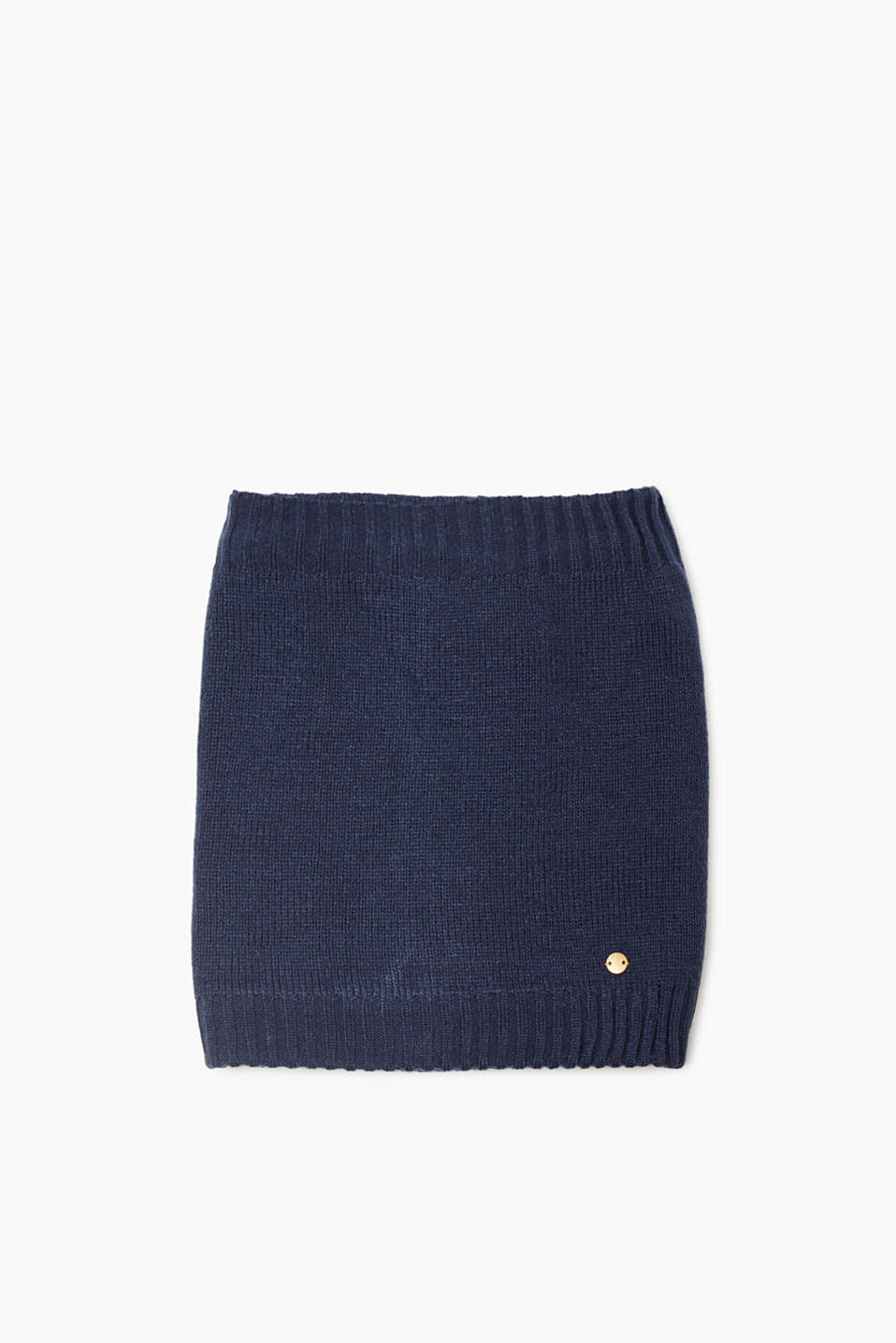 This soft and cosy snood will perfectly protect your little ones from the wind and rain