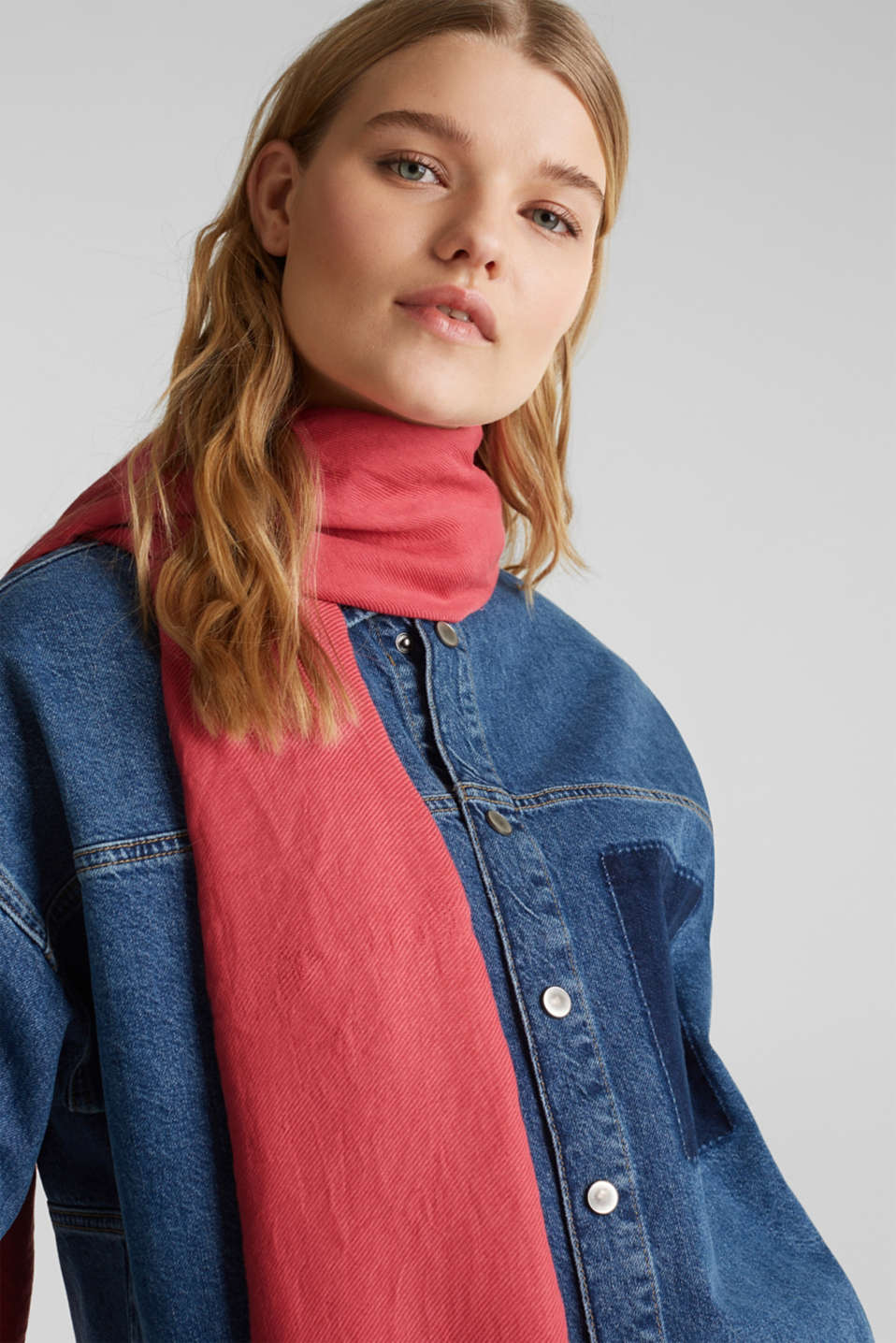 Lightweight woven scarf with a rib texture, BLUSH, detail image number 1