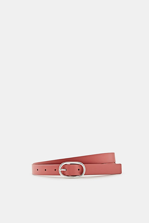 Made of leather: belt with an oval buckle
