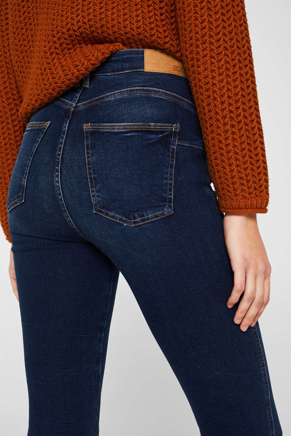 With TENCEL™: Shaping jeans in a double button design, BLUE DARK WASH, detail image number 2