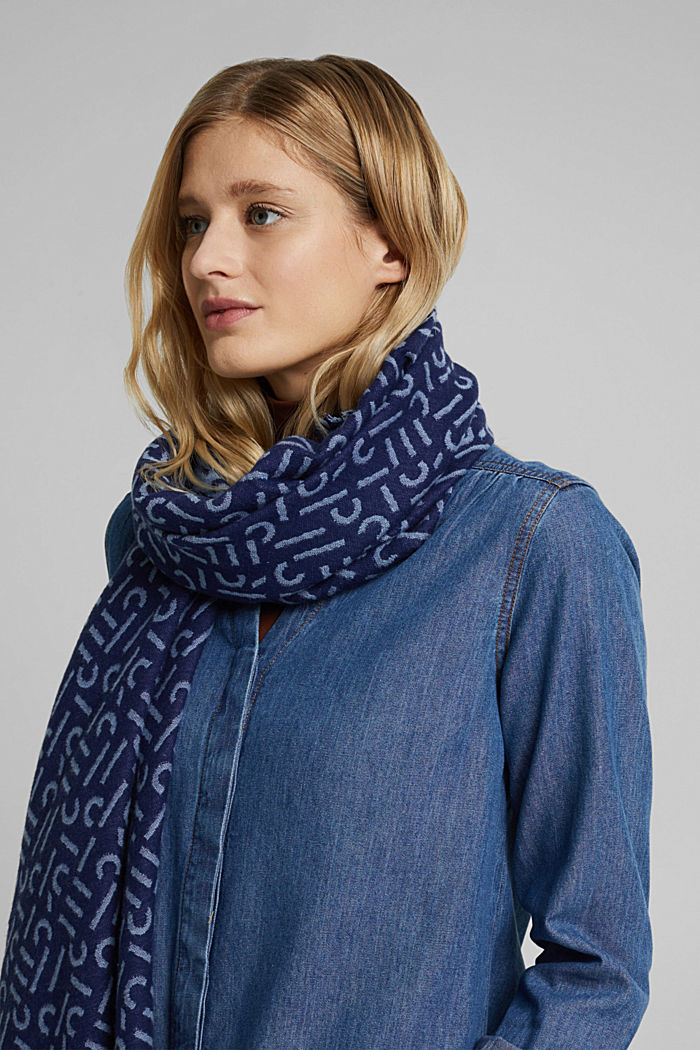 Woven scarf with LENZING™ ECOVERO™