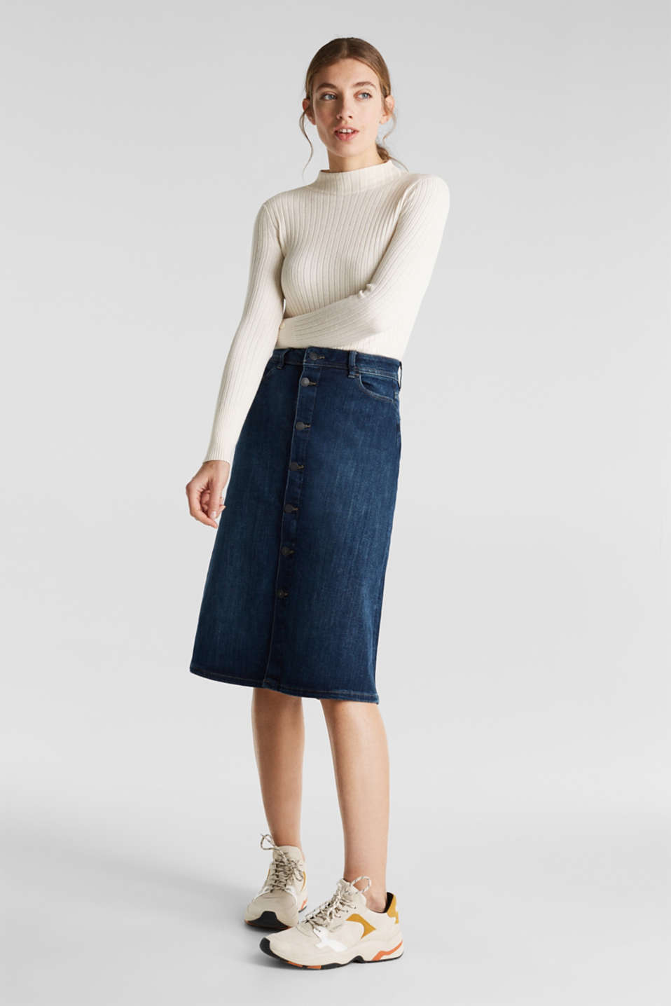 Button-fastening A-line denim skirt, BLUE MEDIUM WASH, detail image number 0