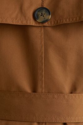 Trench coat with an adjustable hood