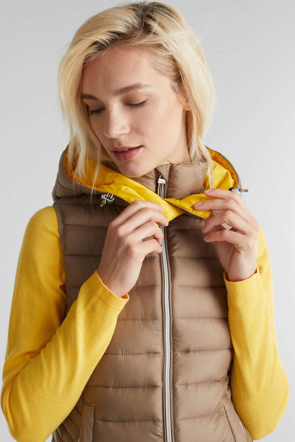 Hooded quilted body warmer with 3M™ Thinsulate™ filling, TAUPE, detail image number 2