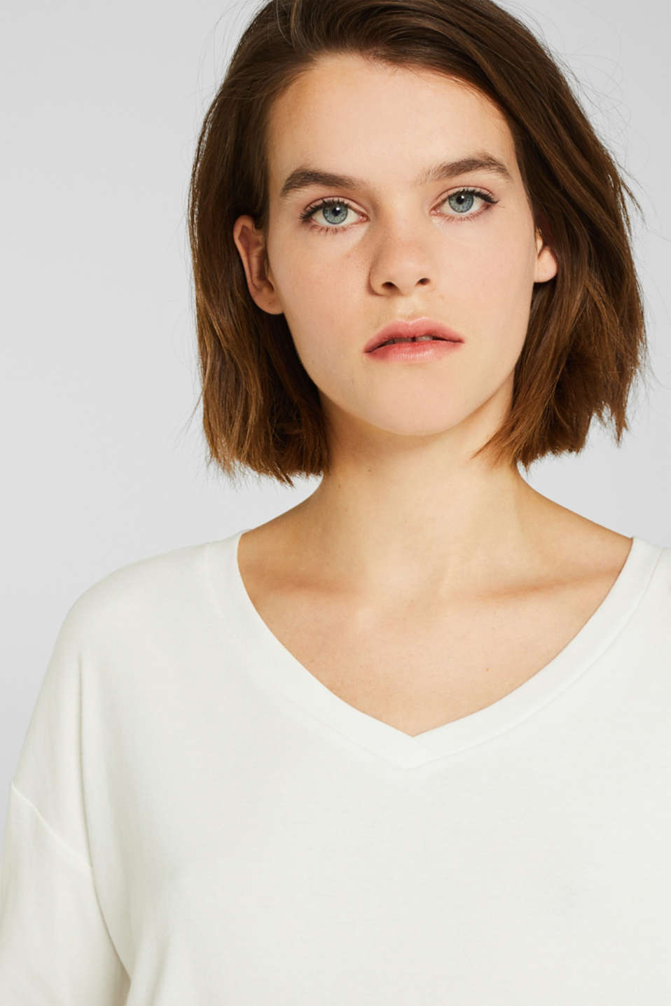 Stretch T-shirt with a V-neckline, OFF WHITE, detail image number 5