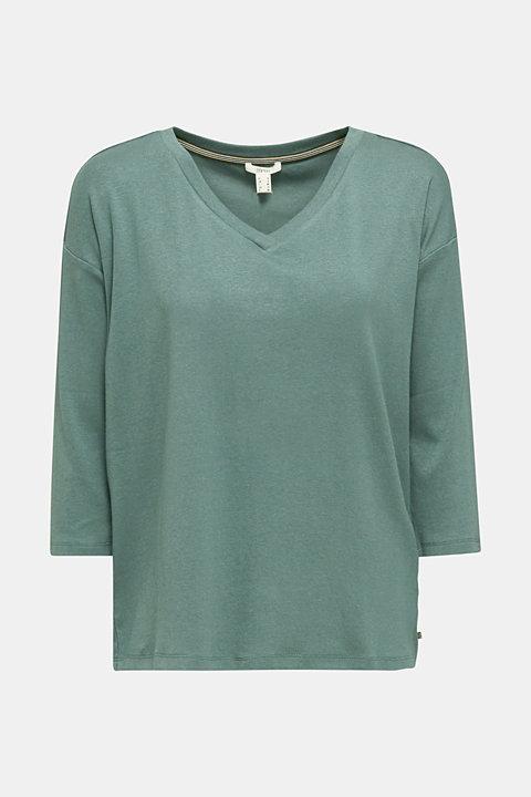 Stretch T-shirt with a V-neckline