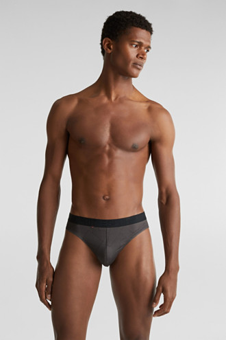 In a triple pack: microfibre briefs with a logo waistband