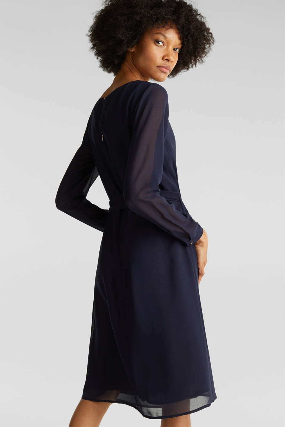 Flowing chiffon dress with a belt, NAVY, detail image number 2
