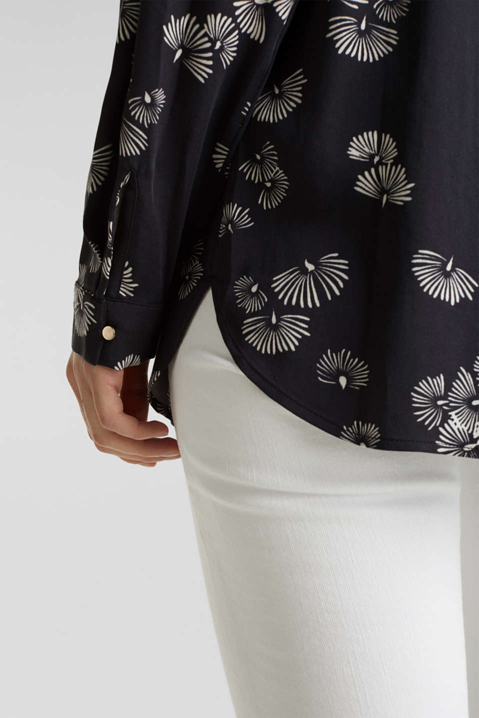 Printed blouse with a decorative metal element, BLACK 3, detail image number 2