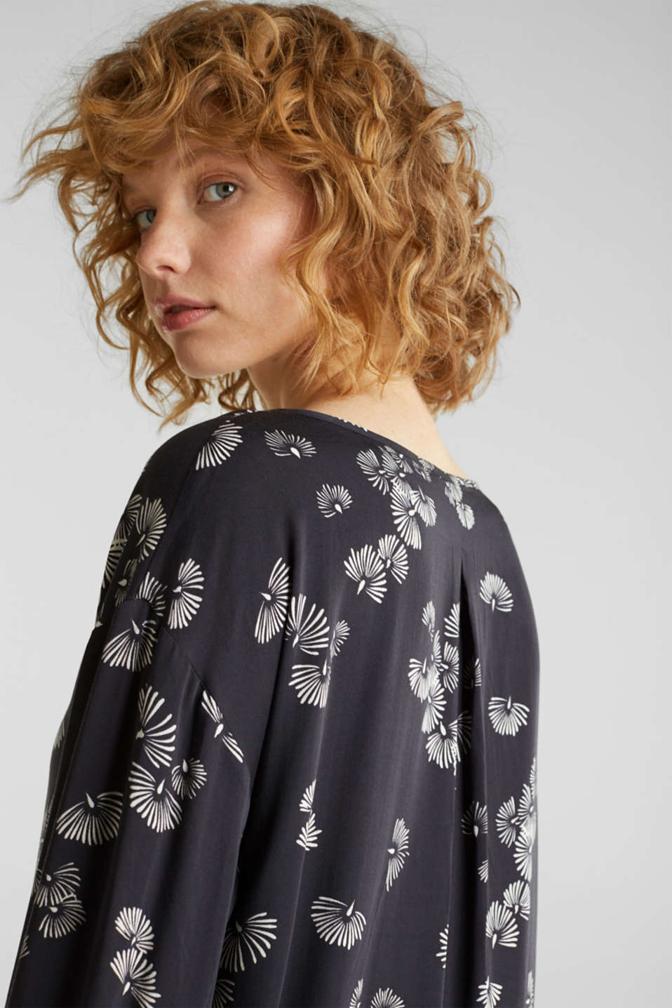 Printed blouse with a decorative metal element, BLACK 3, detail image number 5
