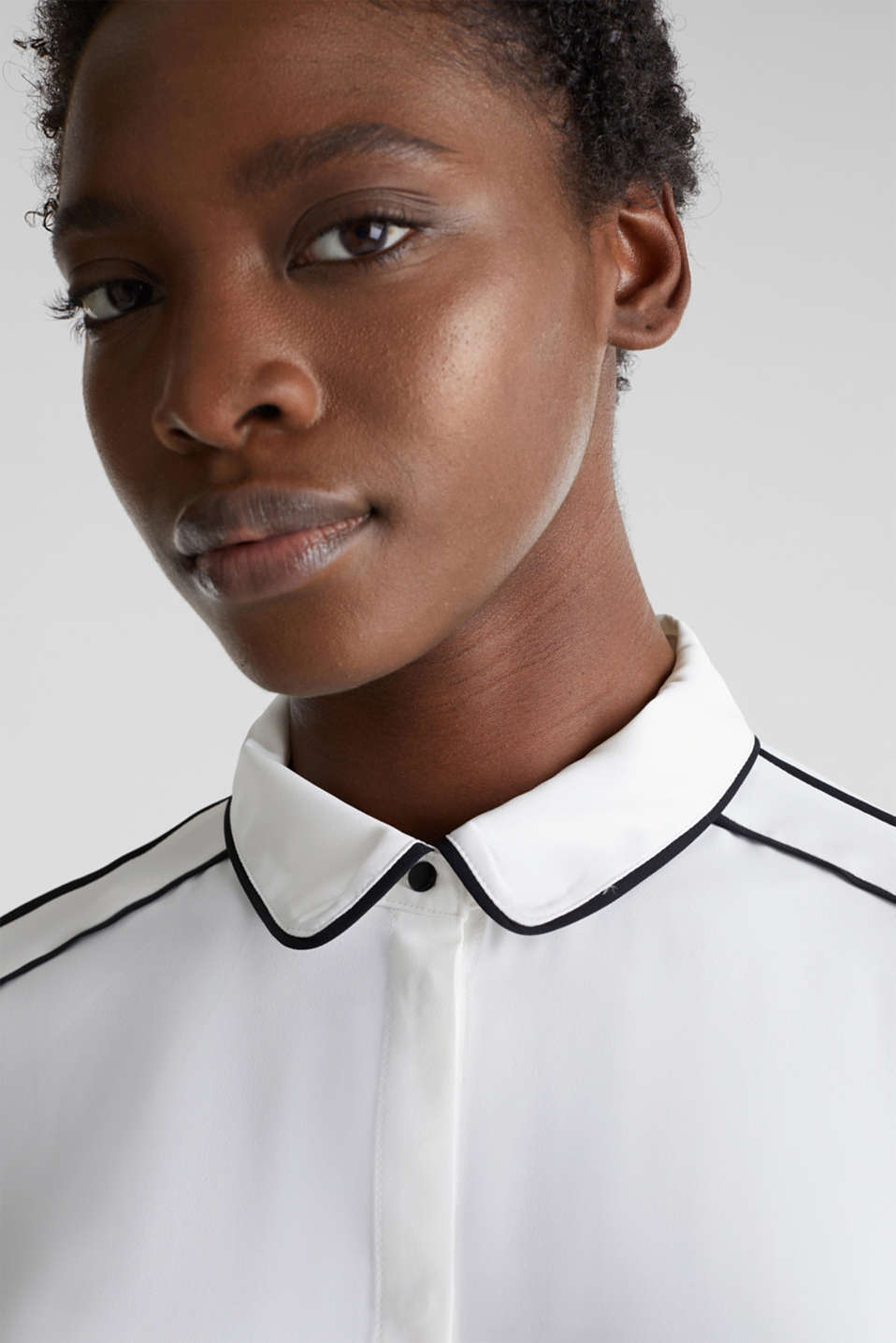 Crêpe blouse with contrast piping, OFF WHITE, detail image number 7
